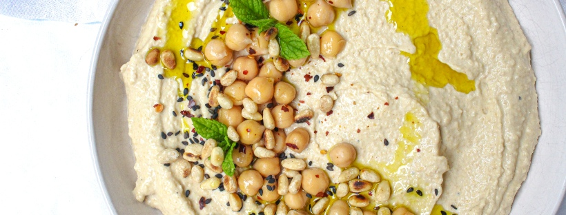 Simple and Creamy Hummus