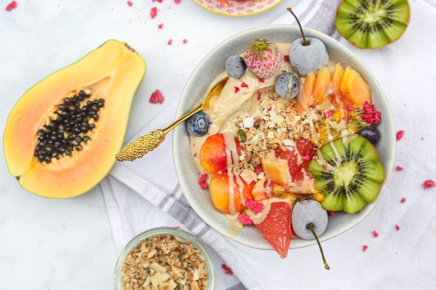 Tropical Vanilla Yoghurt Power Bowl | nourishingamy.com